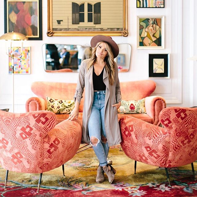 On this week's episode of the Rise Podcast, @msrachelhollis is talking with photographer + business strategist @jasminestar 📷✨ . Jasmine has built a successful company helping entrepreneurs build their brand, market on social media and achieve their biggest dreams. She found her own success by defining her own success and having the audacity to dream big! 🎙 . Grab some inspiration from their conversation. 👉 Listen in now on iTunes, Soundcloud or Stitcher + don't forget to subscribe! #RisePodcast