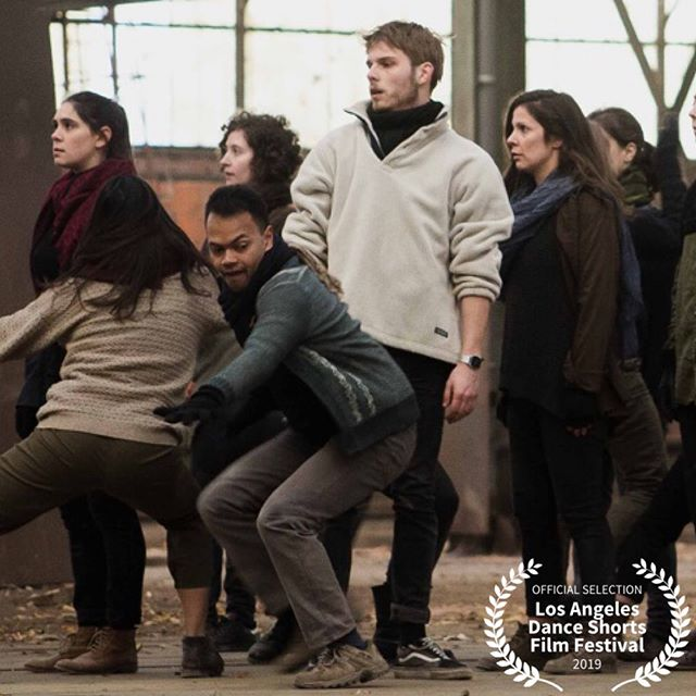 2019 Official Selection: MASS ——————————————————————MASS is a 10 minutes single take video-dance shot in Paris. The project was framed within the Danse en Seine's choreographic workshops, including 40 amateur dancers. Images of the crowd appear more and more often and symbolize the current upheavals all over the world, evoking alternately parties, migrations of refugees, manifestations, religious gatherings or just the daily life of big cities. We thus work on the mass, with all the drunkenness it can inspire. We confront the individual with crowd movements, in order to observe how he resists or lets immerse himself. Directed by Fu LE, Adrien Gontier. @cie.tetrapode