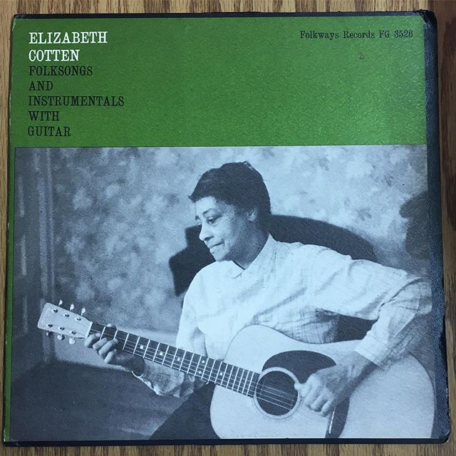 ❤️. Here til 6. #vinyl #records #elizabethcotten #folksongs #folk #blues #country #folkways #1958 #rarerecords #love #pain #hope