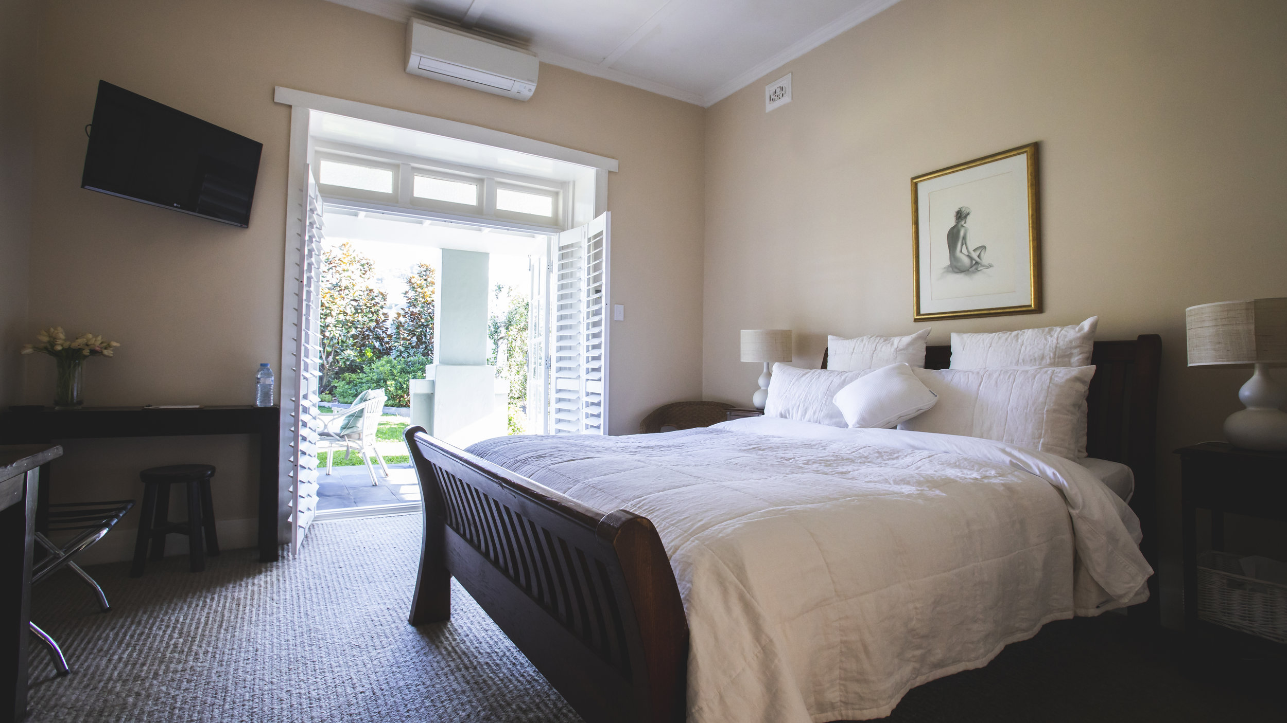 mEREWETHER BEACH HOUSE ACCOMMODATION NEWCASTLE BED 1