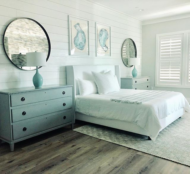 Is anyone else sleeping in tomorrow after a long week? The sun was setting as I took this picture and it took everything in me to not jump in the bed 😉. . . . #masterbedroom #mastersuite #coastaldecor #coastalliving #30ainteriordesign #30a #interiordesign #beachhousedecor #beachhousestyle #bedroominspo #aquadecor #coastalartwork #beachyglaminteriors