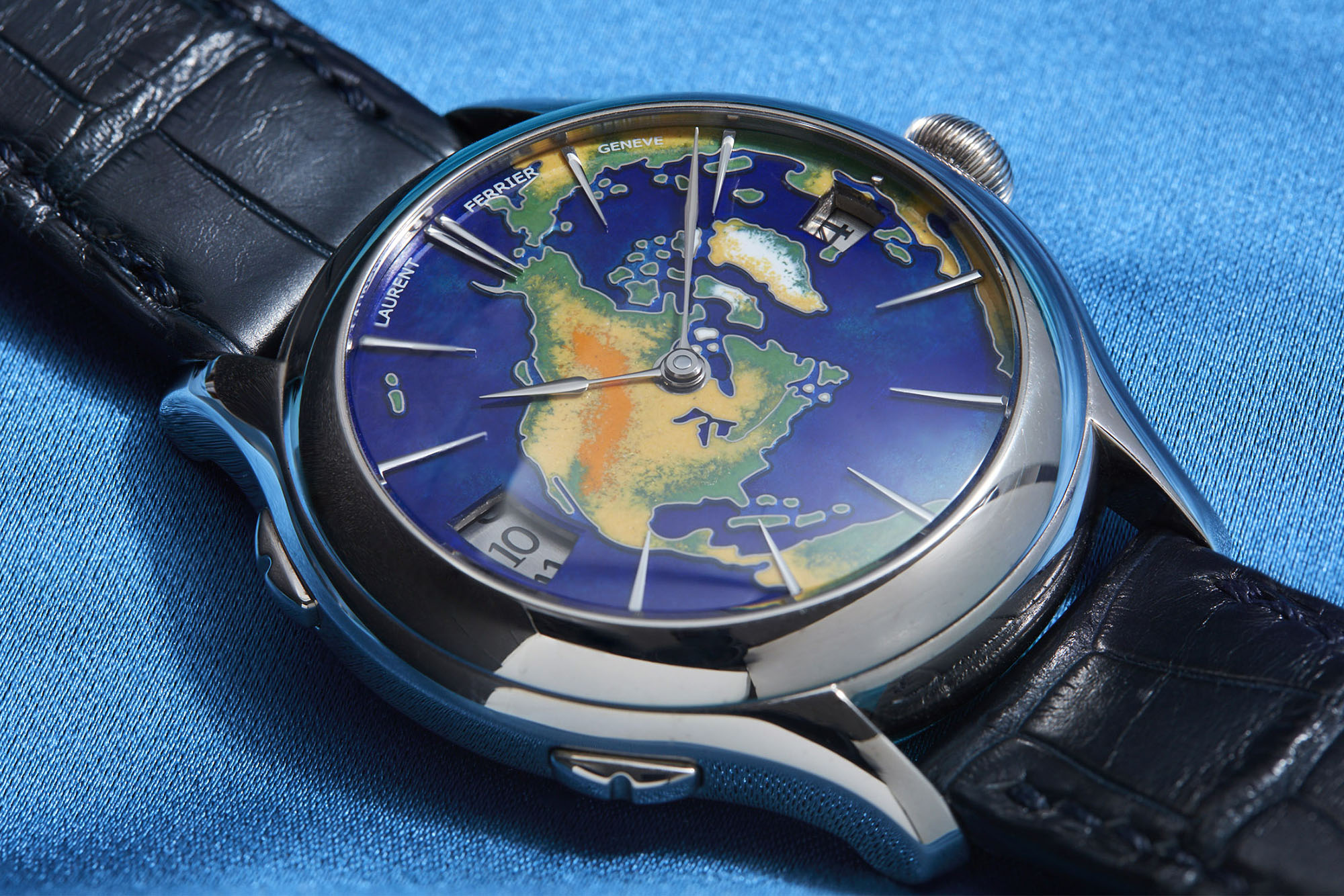 Laurent_Ferrier_Galet_Traveller_Enamel_CP03027_2_site.jpg