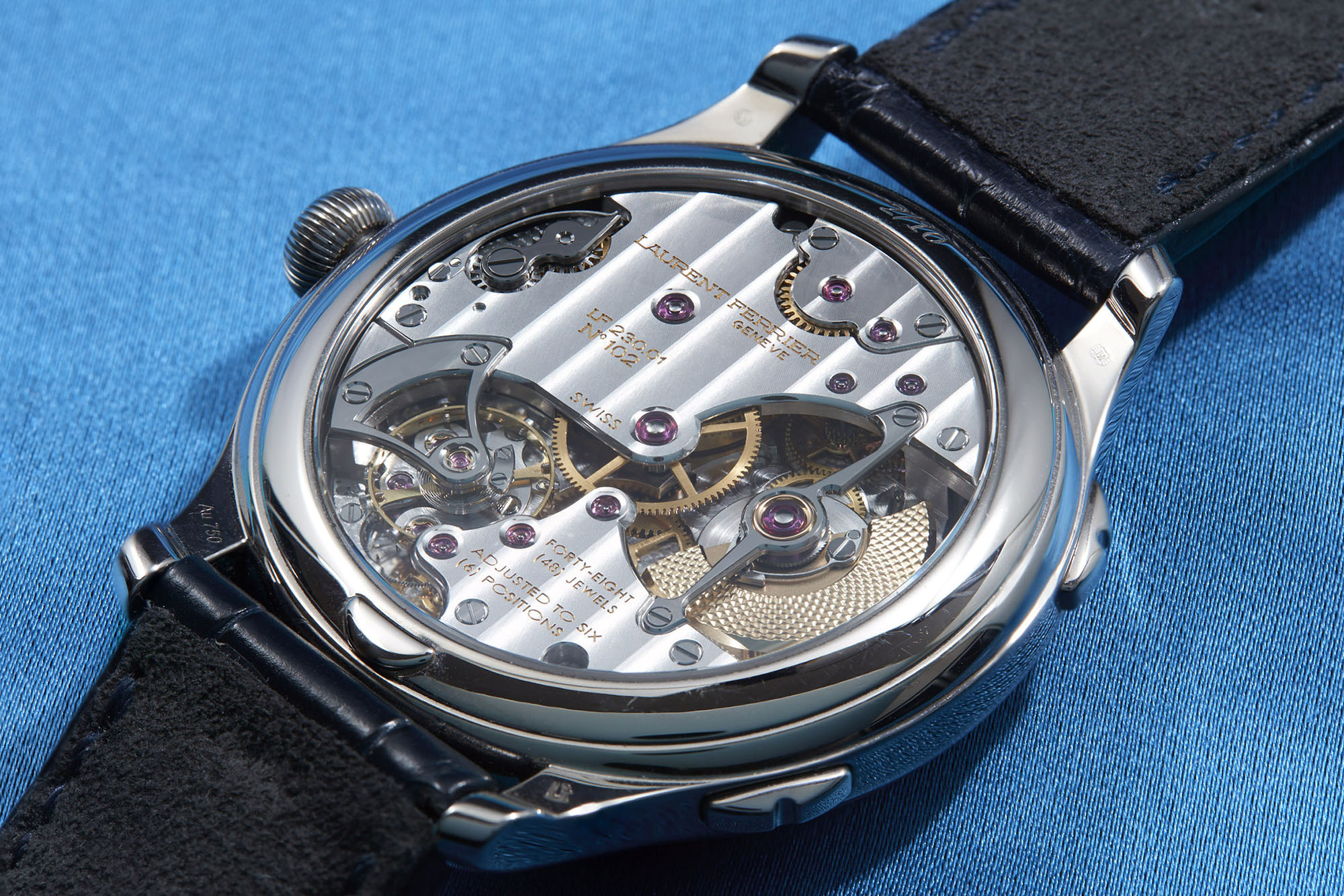 Laurent_Ferrier_Galet_Traveller_Enamel_CP03027_4_site.jpg