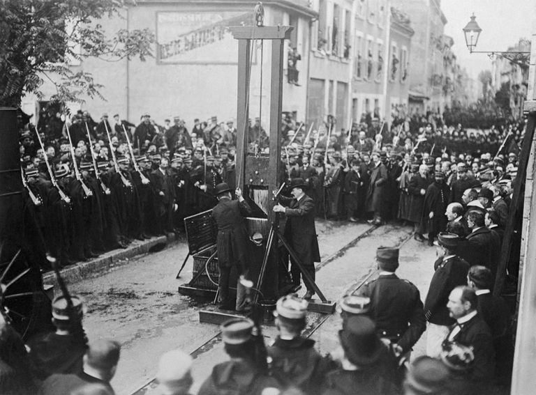 execution-by-guillotine-taking-place-515129458-3c4488fc1e644ea09b6edcf66e999136.jpg