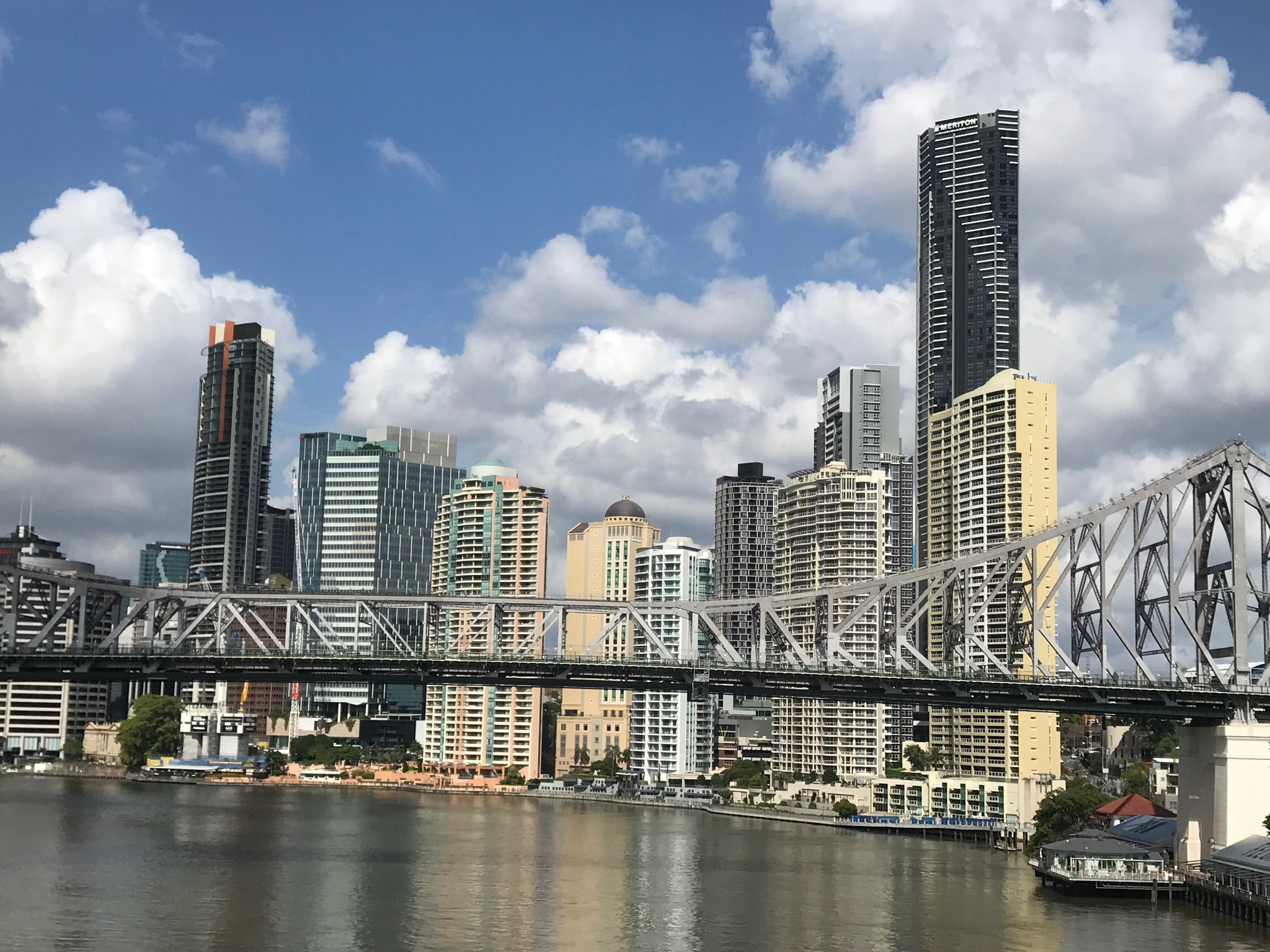 BRISBANE - ENGLISH LESSONIntensive courses from AU $ 220 / week during the day for 30h per week.evening 20h = $ 190