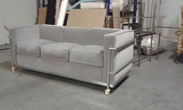 LC 23-sitzer Sofa.jpeg