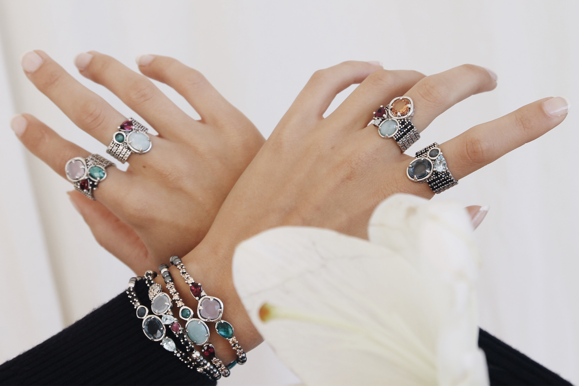 XDC_GREATRIFT_hands_rings.jpg
