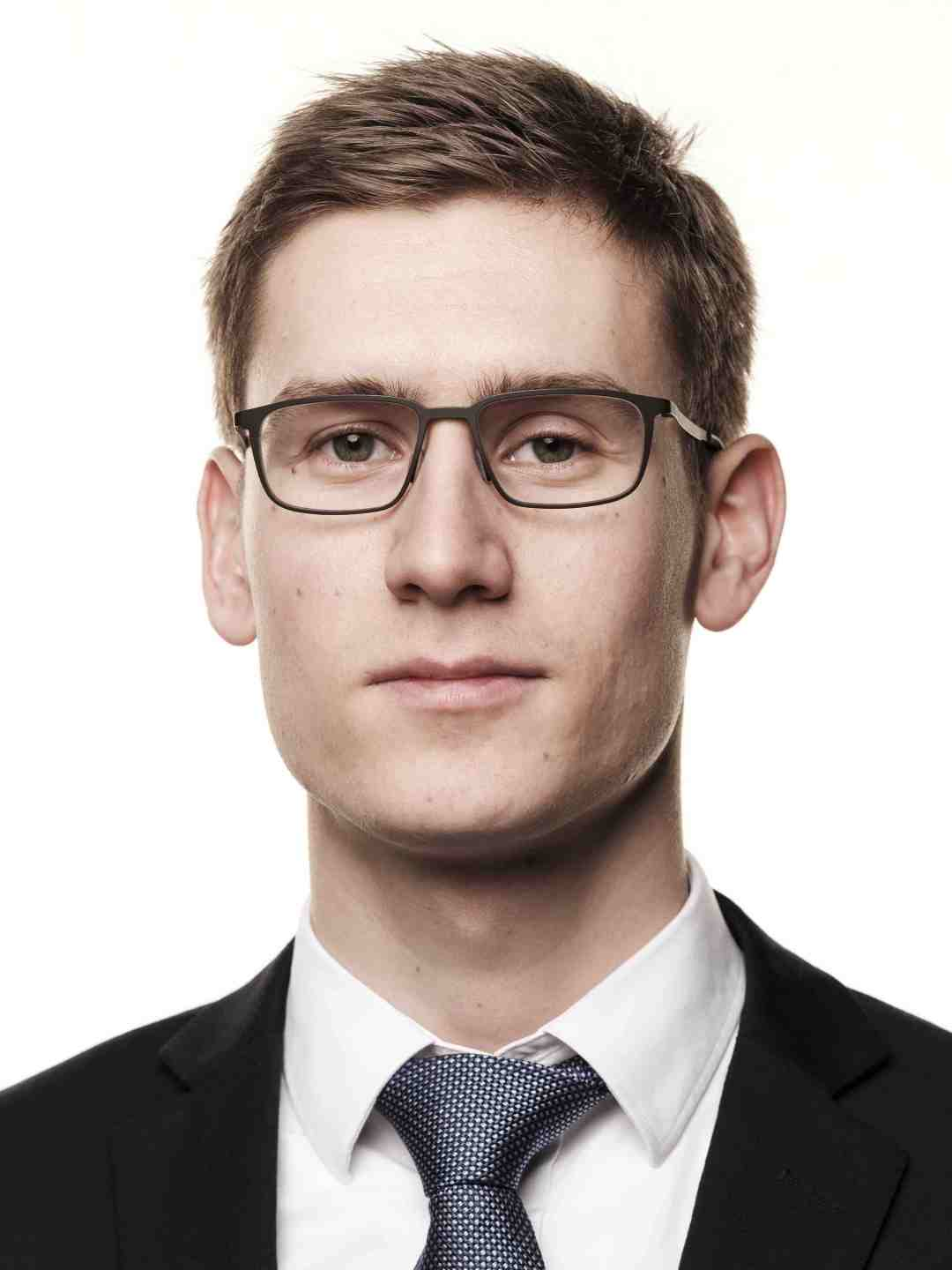 Ivar Duserud  Chief of Operations  Ivar has studied economics at Connecticut State University and has two years of experience as a blockchain consultant. Ivar is a talented executive managing day-to-day activities and planning at BitGate and BitSpace.