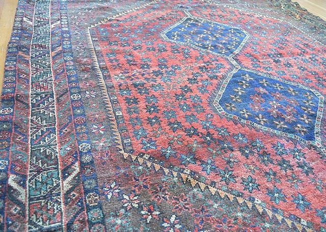 Just listed! 7x9ft Antique Persian Area rug, 💙💙 The brightest blues on a stunning red motif. Guaranteed to turn any room or space into a living work of art. #linkinbio