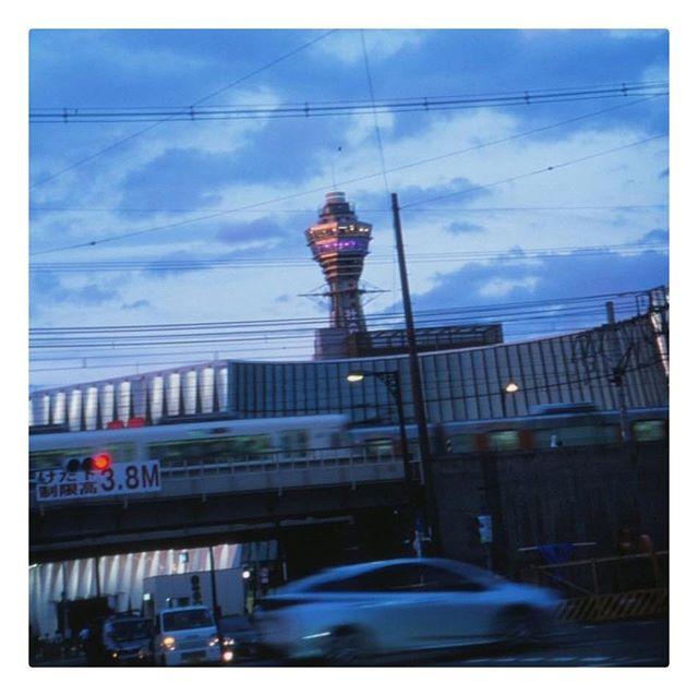 YUICHI TOYAMA⠀ Tokyo Blues⠀ ⠀ #yuichitoyama #lunakt #regram #tokyo⠀ #tokyoblues #cityscape #blue #street⠀ #amazing #japanese #handmade #eyewear