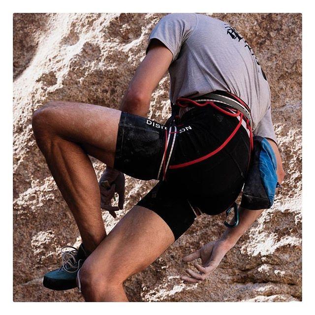 District Vision⠀ Climbing ⠀ ⠀ #districtvision #lunakt #regram #climbing⠀ #boulder #climb #upup #wall⠀ #japan #handmade #sport #eyewear