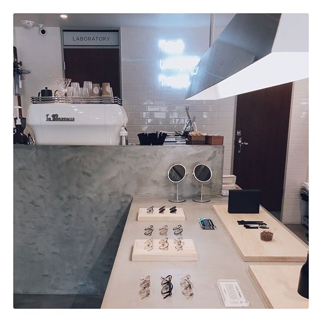YUICHI TOYAMA.⠀ The Lobby Tokyo⠀ ⠀ #yuichitoyama #lunakt #regram @thelobbytokyo⠀ #showroom #tokyo #daikanyama #coffee⠀ #amazing #japanese #handmade #eyewear