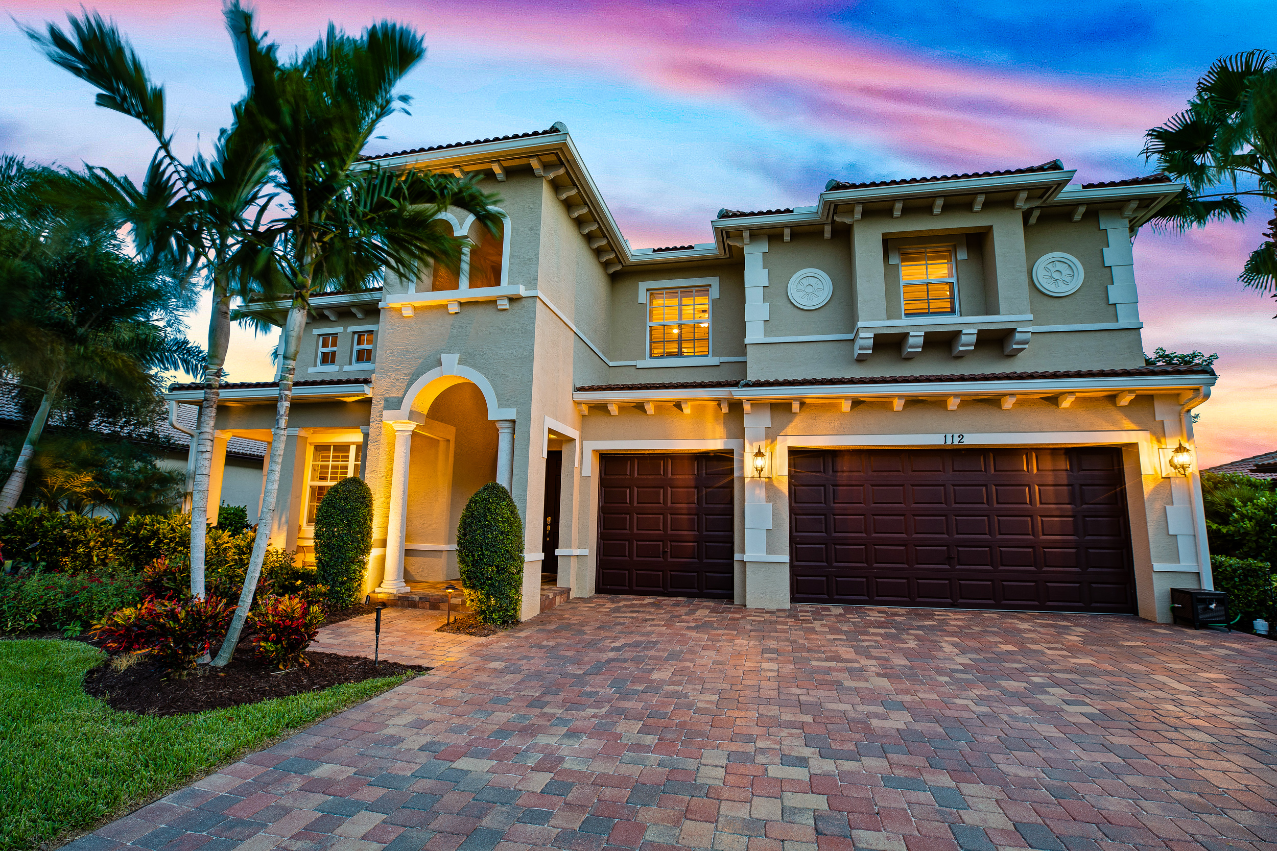JUST LISTED! - 112 Casa Circle in Rialto of Jupiter has officially hit the market!5 bedroom   5 bathrooms   4,315 sq. ft.