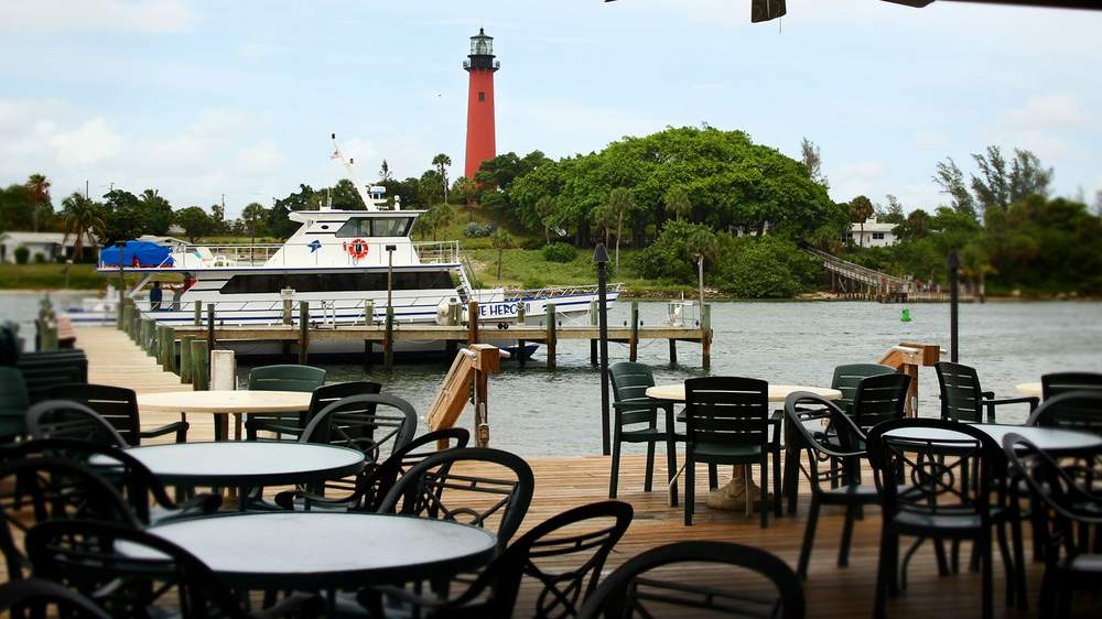 7. Jetty's - Bustling, family-friendly restaurant with views of the lighthouse & a menu of just-caught seafood.Our faves: Crab Cakes, Any Fish, ScallopsPrice: $$$