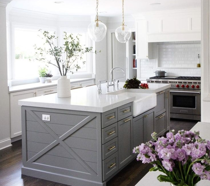 1. Gray - If you're into the idea of adding color to your kitchen, but not willing to take on something bright and bold, gray is your color.This look is both chic and contemporary and it will be a show-stopper in any kitchen.