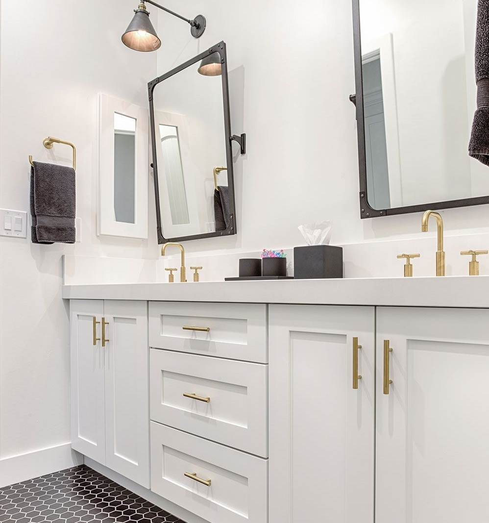 2. Sleek Hardware - Changing up your hardware is a simple fix for giving any bathroom an updated and modern look. Opt for chrome or brass tones to make your bathroom stand out! Having shiny new hardware will surely impress your guests!image via Pinterest