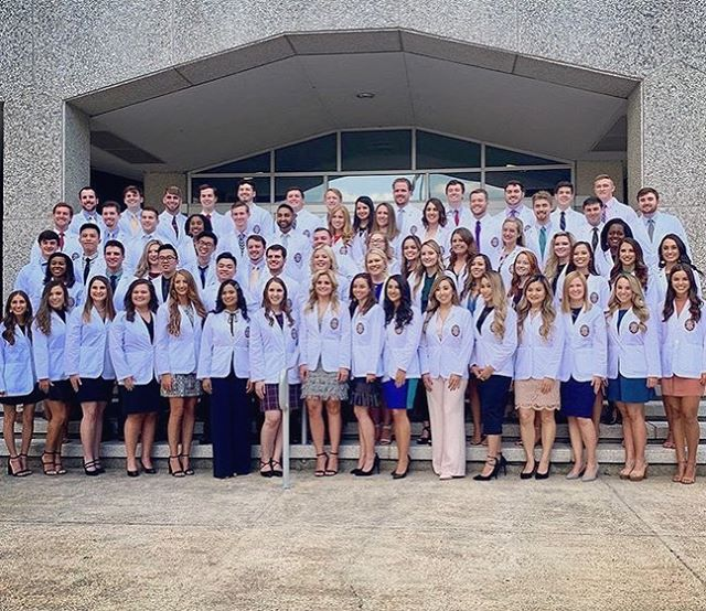 Congratulations to our D2s! Friday's White Coat Ceremony was a great celebration of their progress and excitement for treating live patients October through May! • LSUSD is known to release clinically superior dentists and we are thankful to the professors who help us feel prepared👩🏼⚕️👨🏽⚕️ #whitecoat #futureDDS