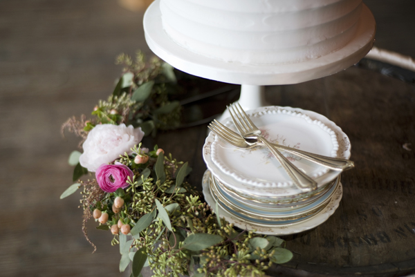 Wedding cake and vintage plates