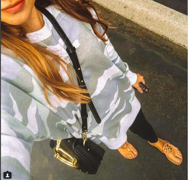 sweatshirt  //  purse  //  leggings  //  lippie