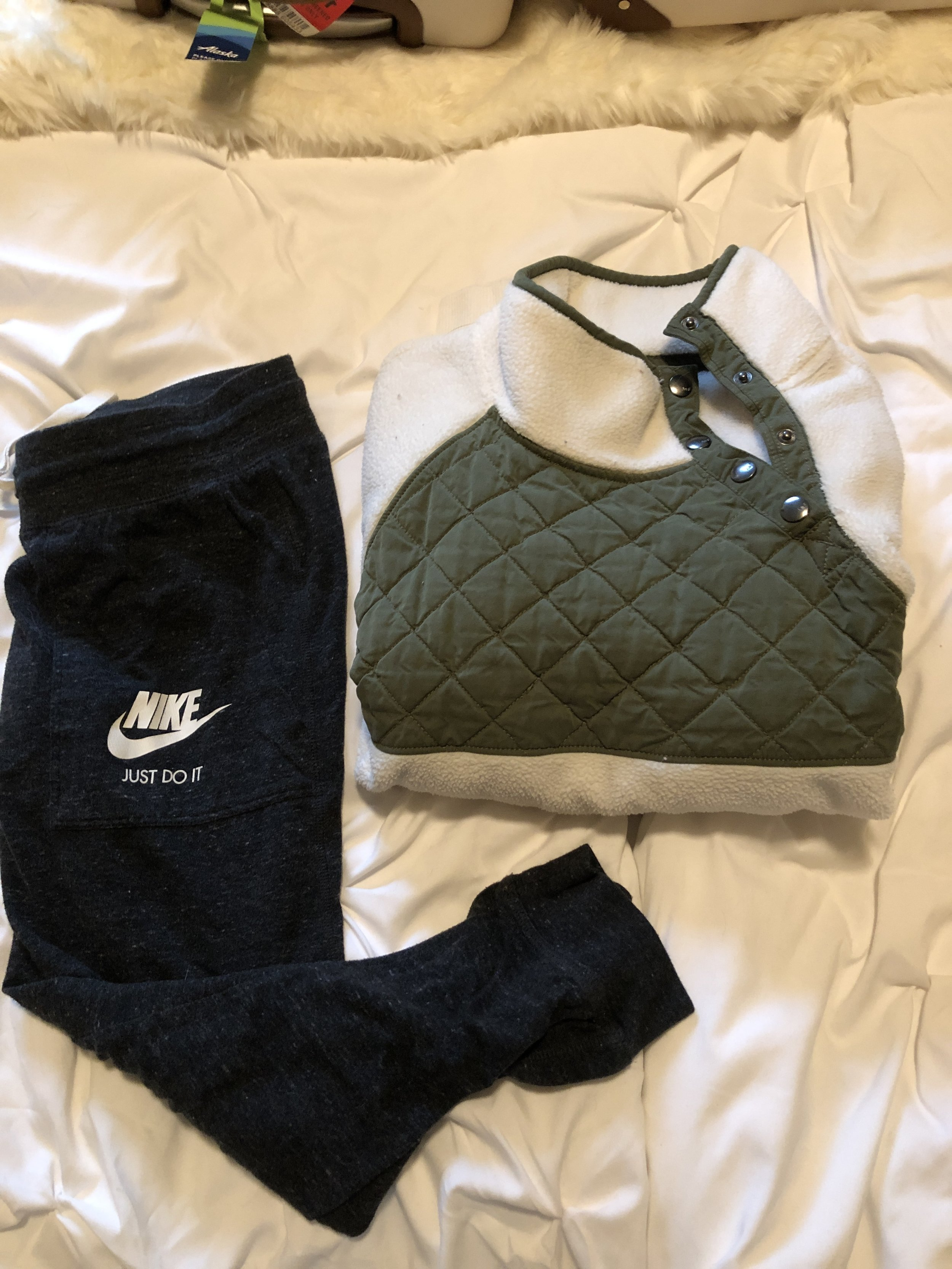 TRAVEL OUTFIT:    pullover
