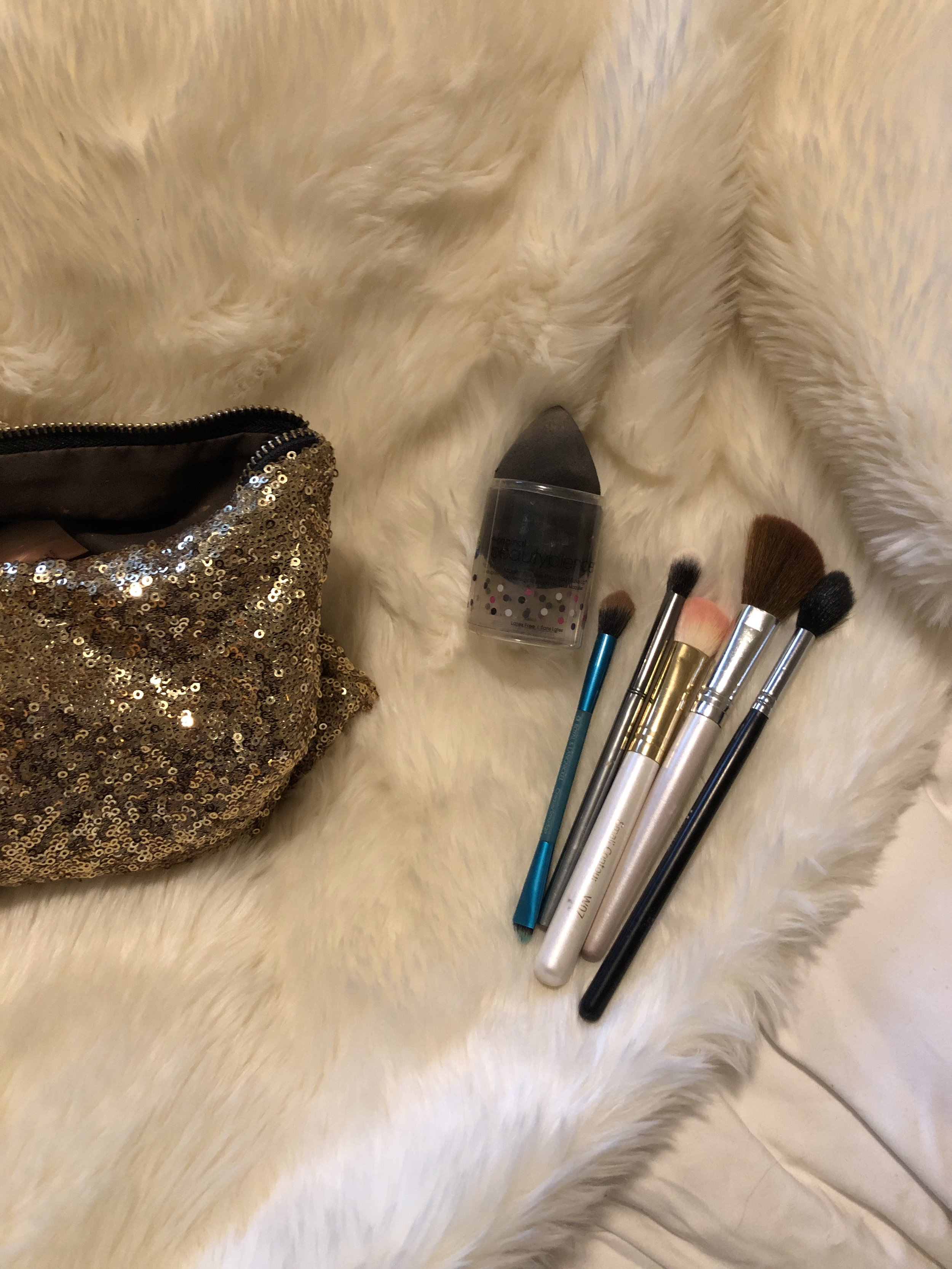 Beauty Blender Highlight brush Two fluffy blending brushes, one double ended; the other end is a flat shader brush for liner Contouring brush (I use this for bronzer and blush) one smaller fluffy brush to wipe away any excess