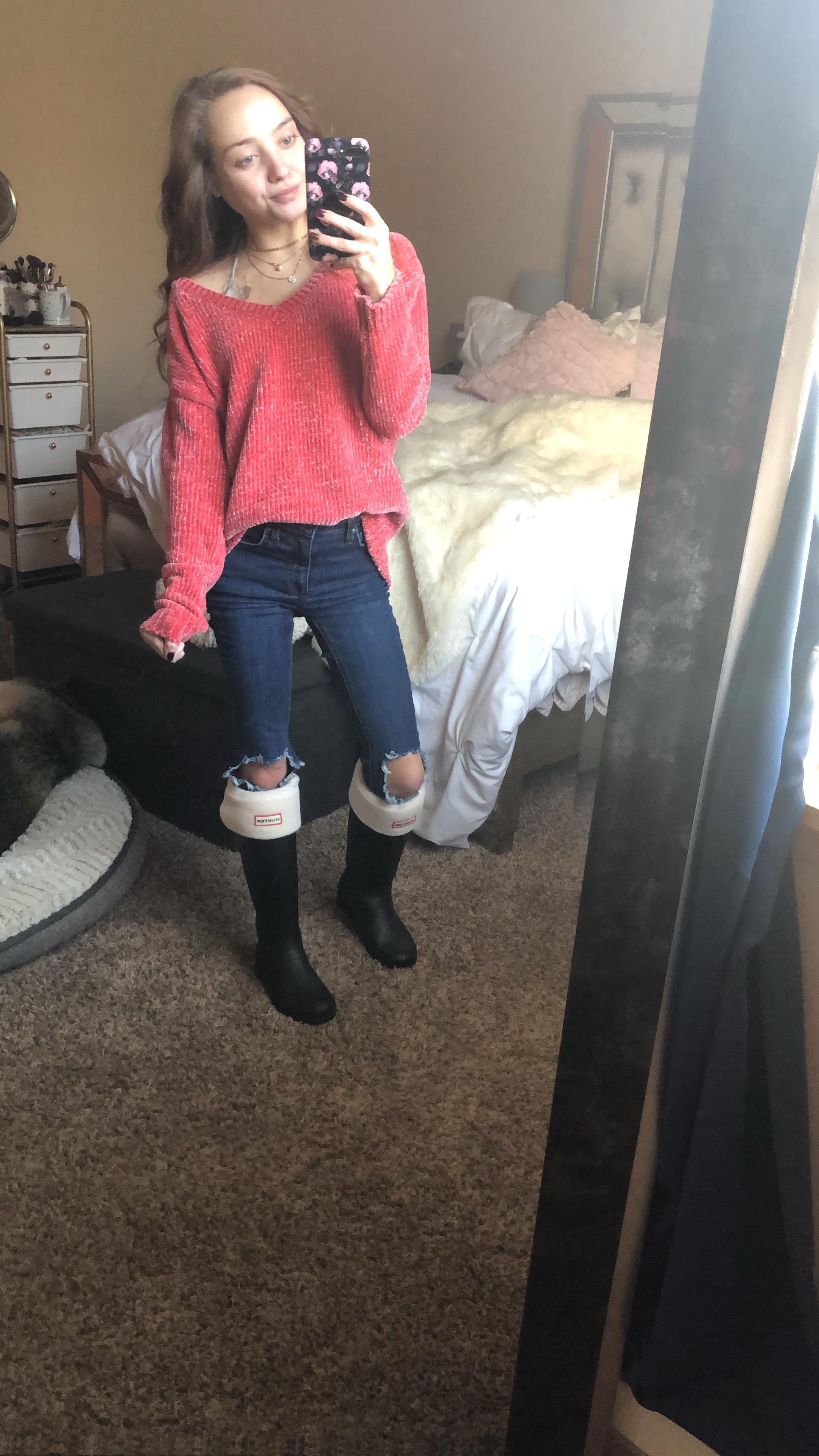 sweater (sold out-  similar here ) //  bralette  //  hunter rainboots  //  rainboot socks //  duckboots  (sale- use code BIG) //  jeans  -  SALE HERE CODE:BIG)