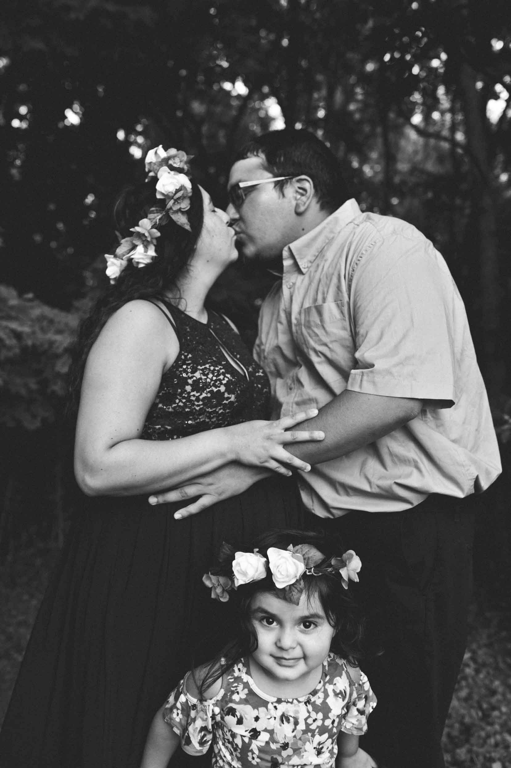 mom-and-dad-kiss-girl-wearning-floral-crown-hamilton.jpg