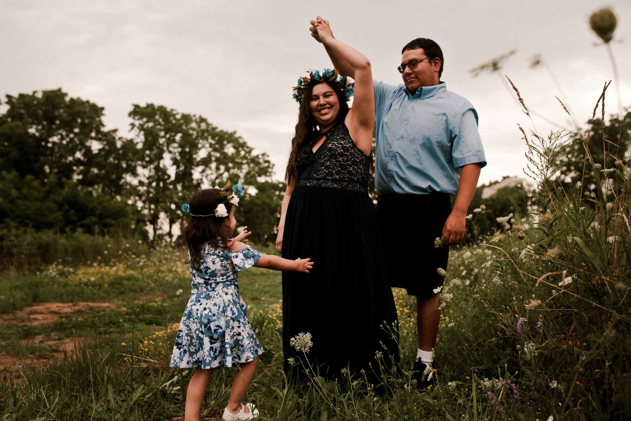 pregnant-mother-spinning-in-field-with-family-hamilton.jpg