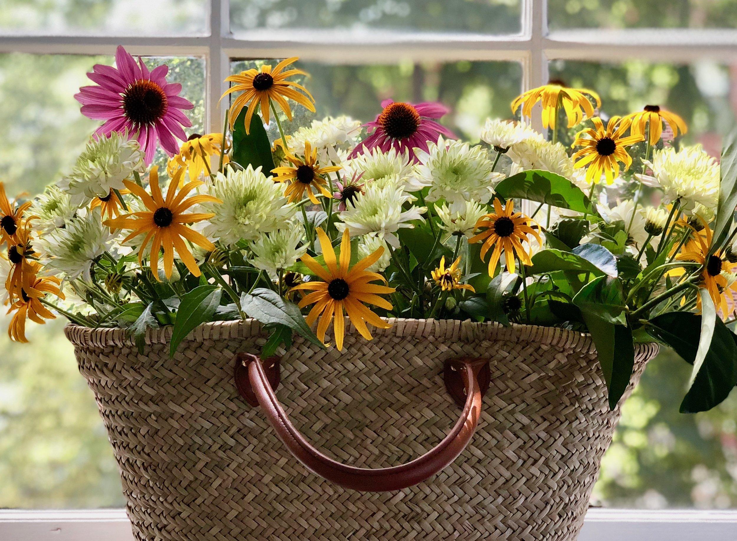 lucy-grymes-blog-effortless-entertainment-flowers.jpg