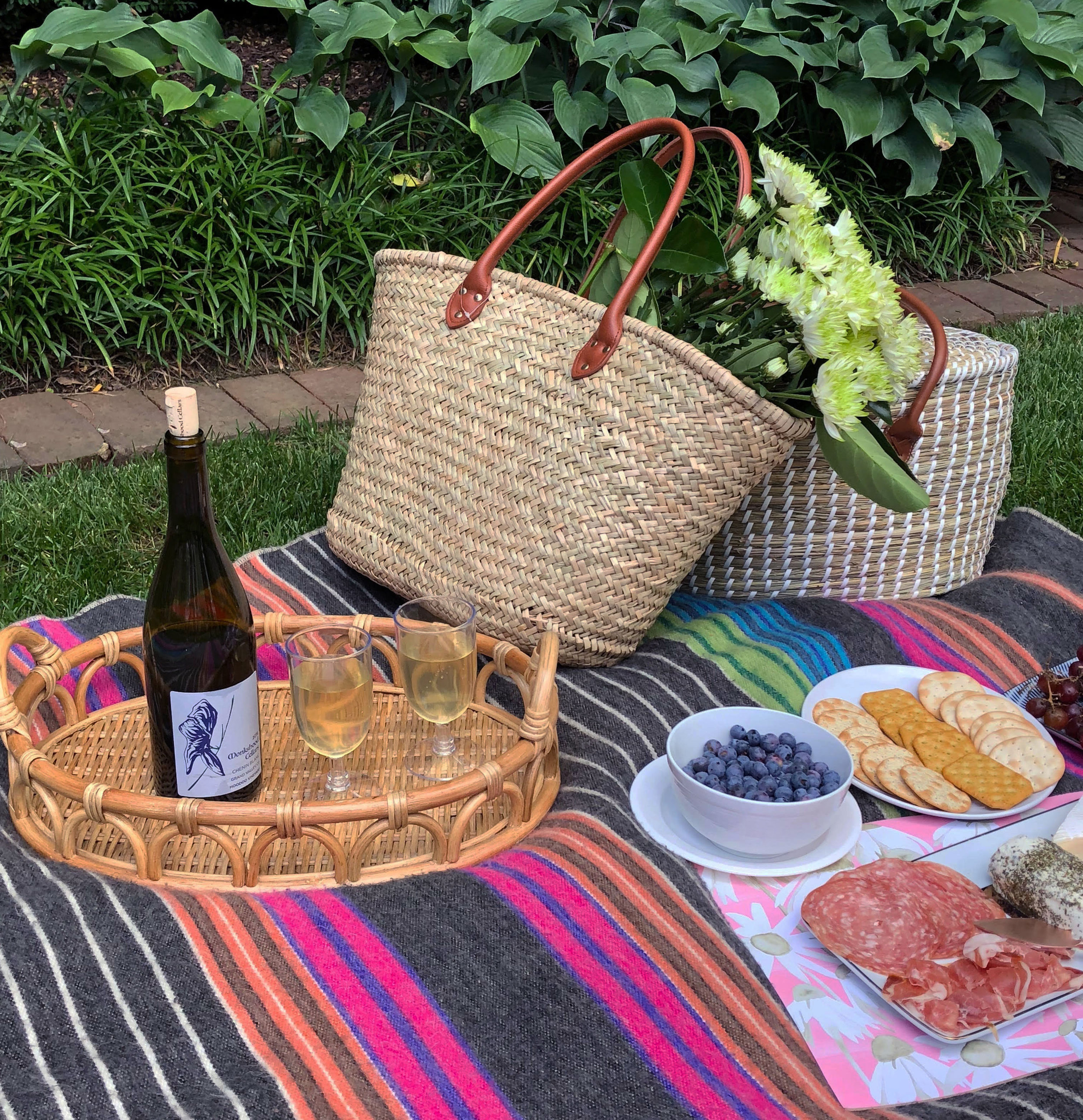lucy-grymes-picture-perfect-picnic-drink-trays.jpg