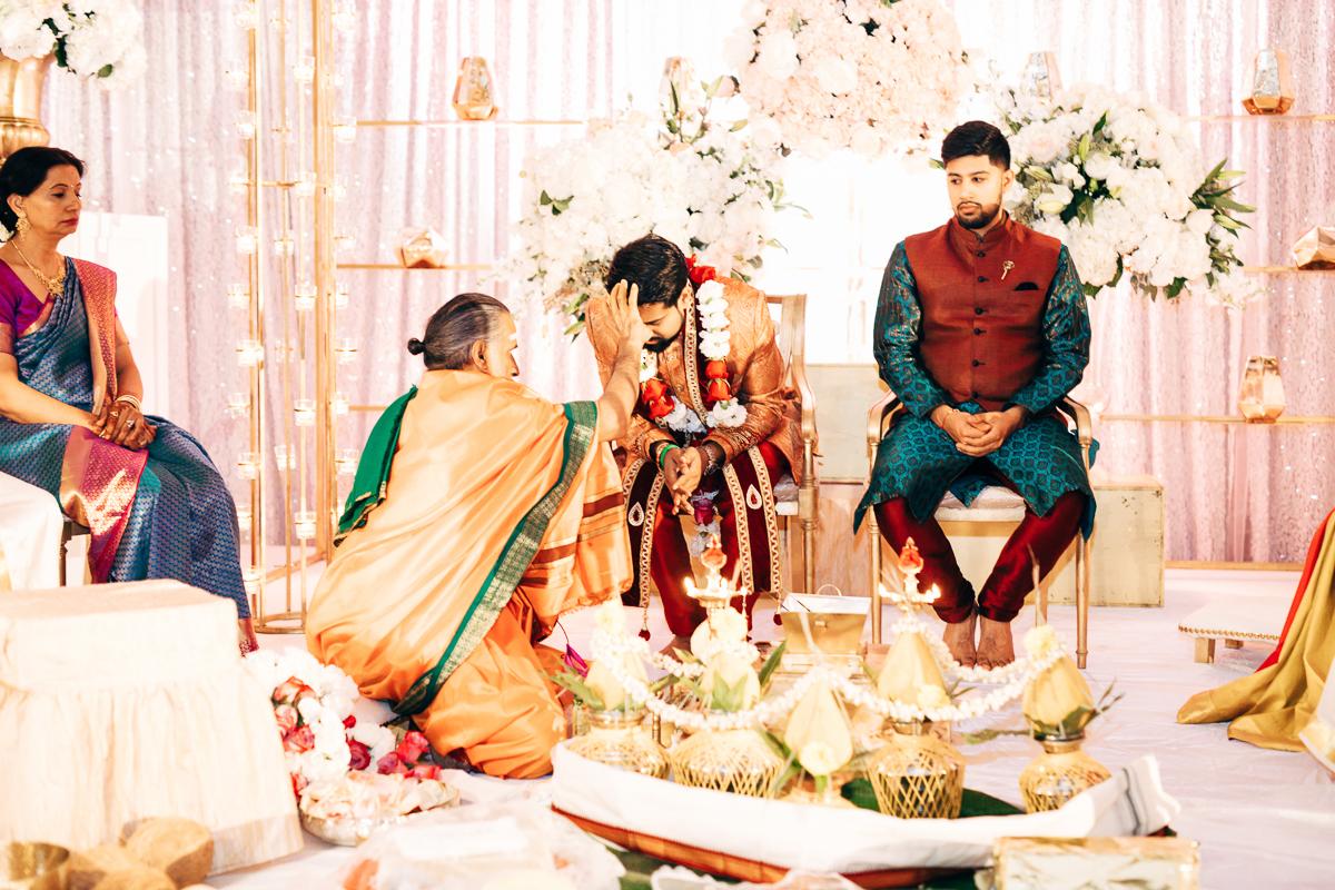 tanu-sayon-hindu-wedding-williambichara-330.jpg