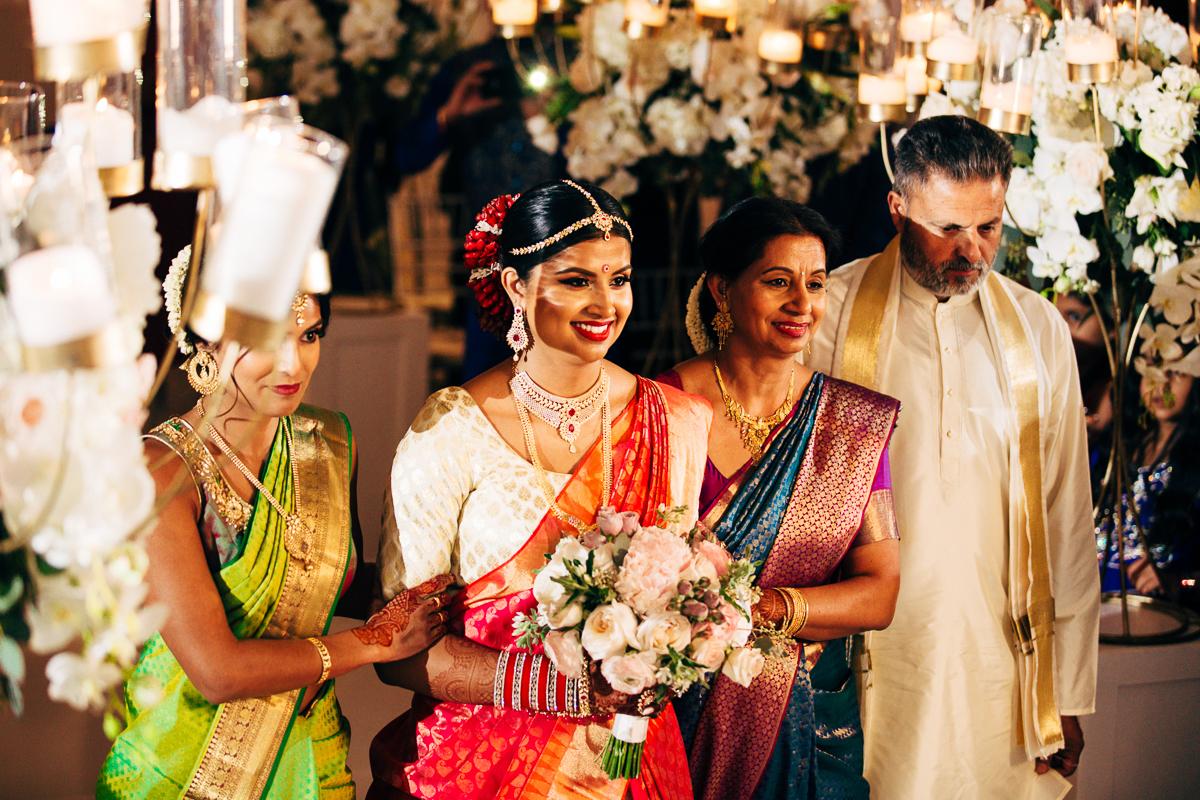 tanu-sayon-hindu-wedding-williambichara-395.jpg