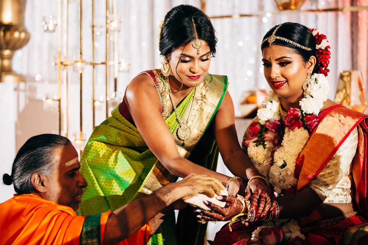 tanu-sayon-hindu-wedding-williambichara-430.jpg