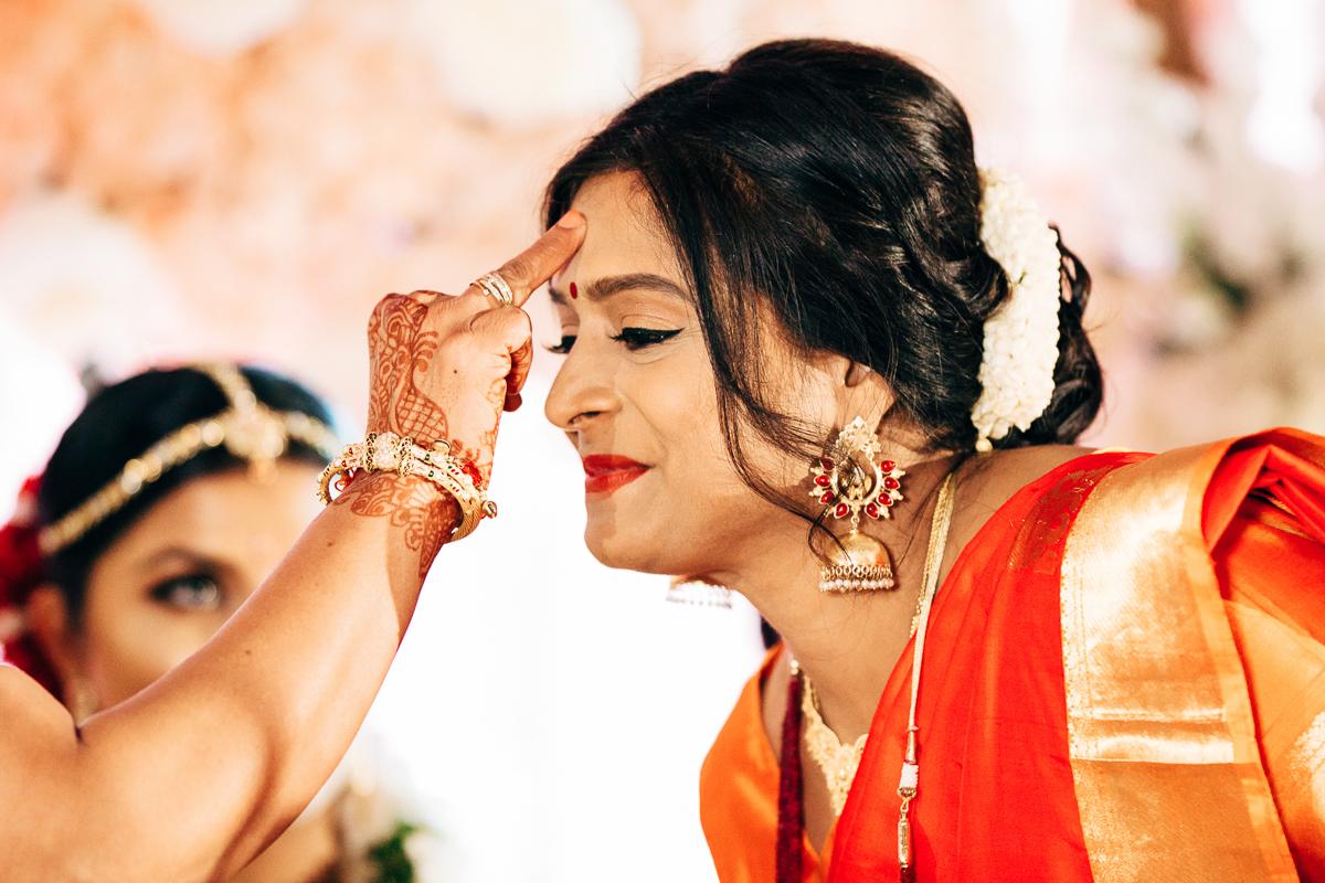 tanu-sayon-hindu-wedding-williambichara-513.jpg