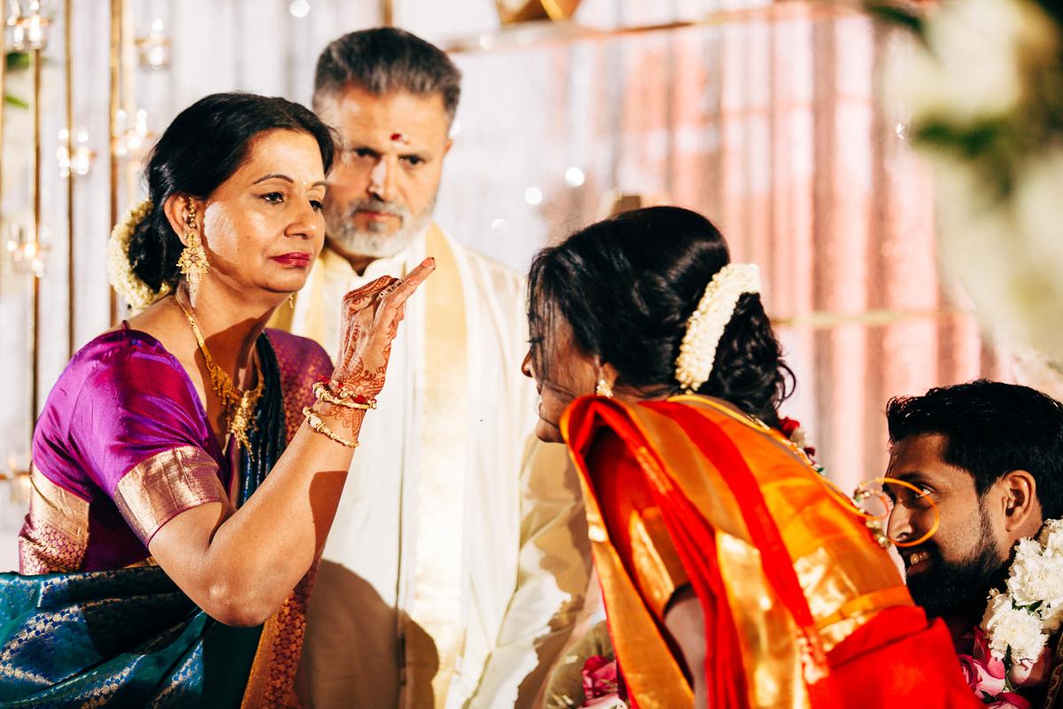 tanu-sayon-hindu-wedding-williambichara-512.jpg