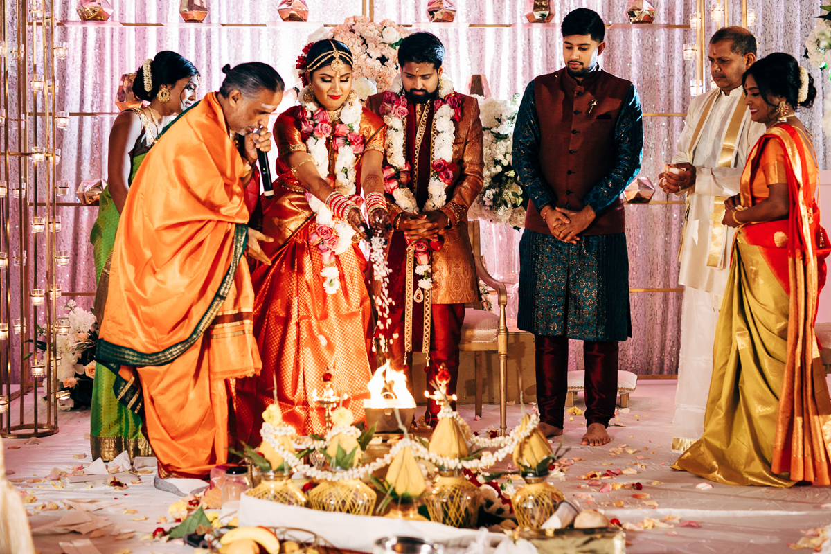 tanu-sayon-hindu-wedding-williambichara-560.jpg