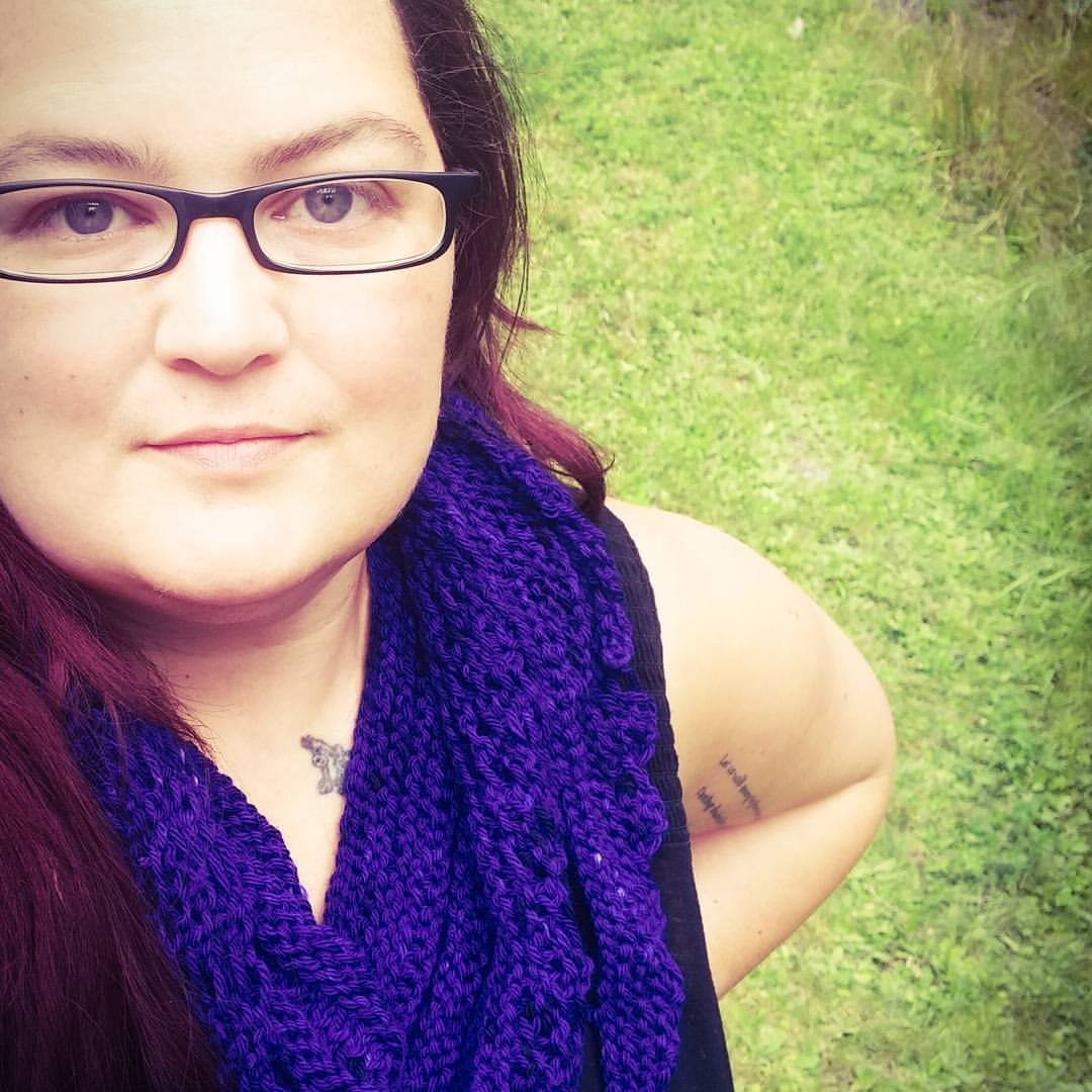 Hello there! - I'm Delisa. Artist. Writer. Lover of yarn and old horror movies.