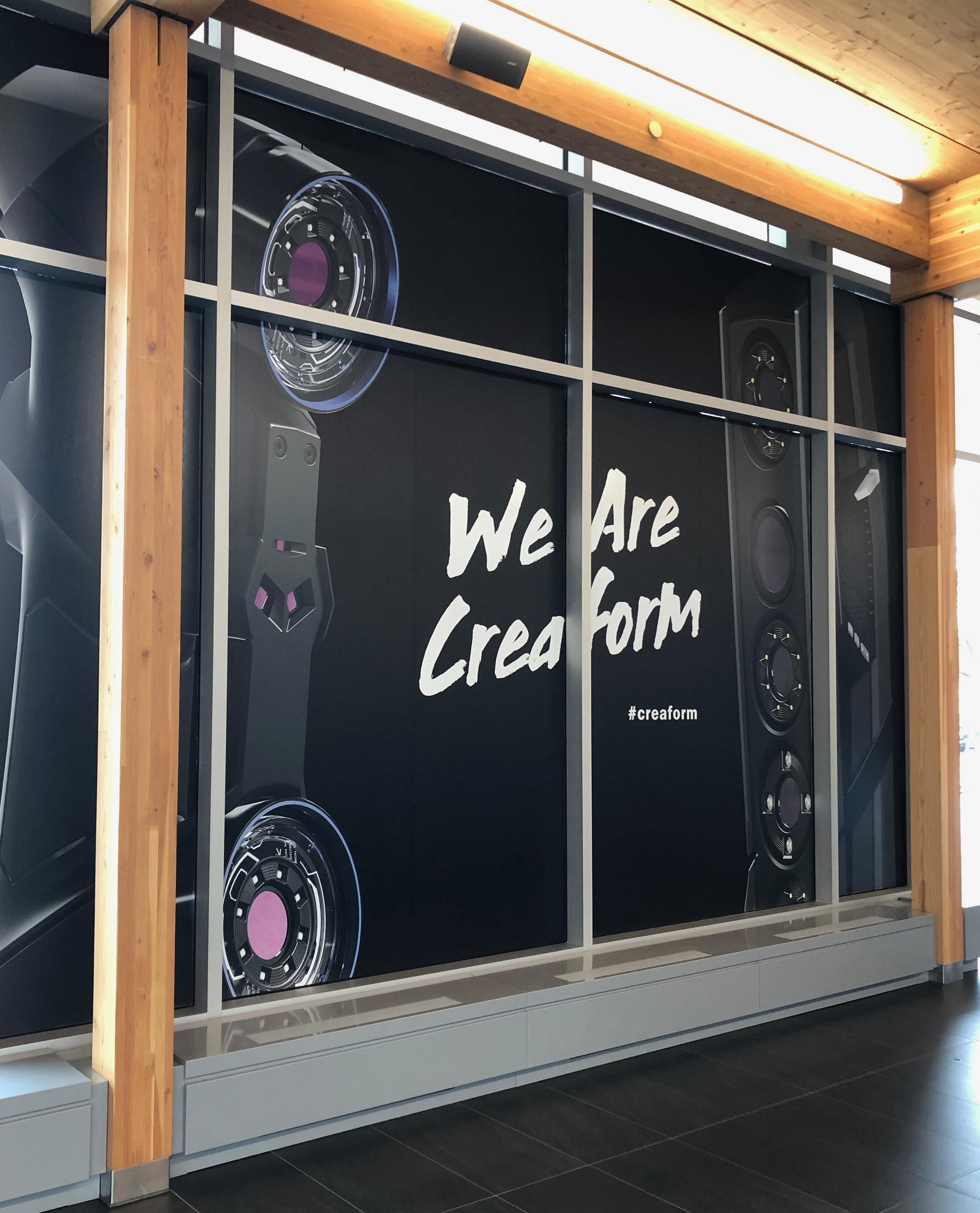 Dévoilement de produits à l'aide d'une murale