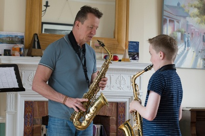 whats the best age to start playing the saxophone.jpg