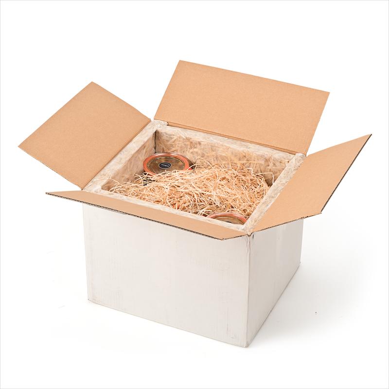Das Stroh ist kompostierbar oder für Haustiere geeignet. Der Versand: natürlich klimaneutral! Unsere Kühlelemente mit Wassereis sind wiederverwendbar.