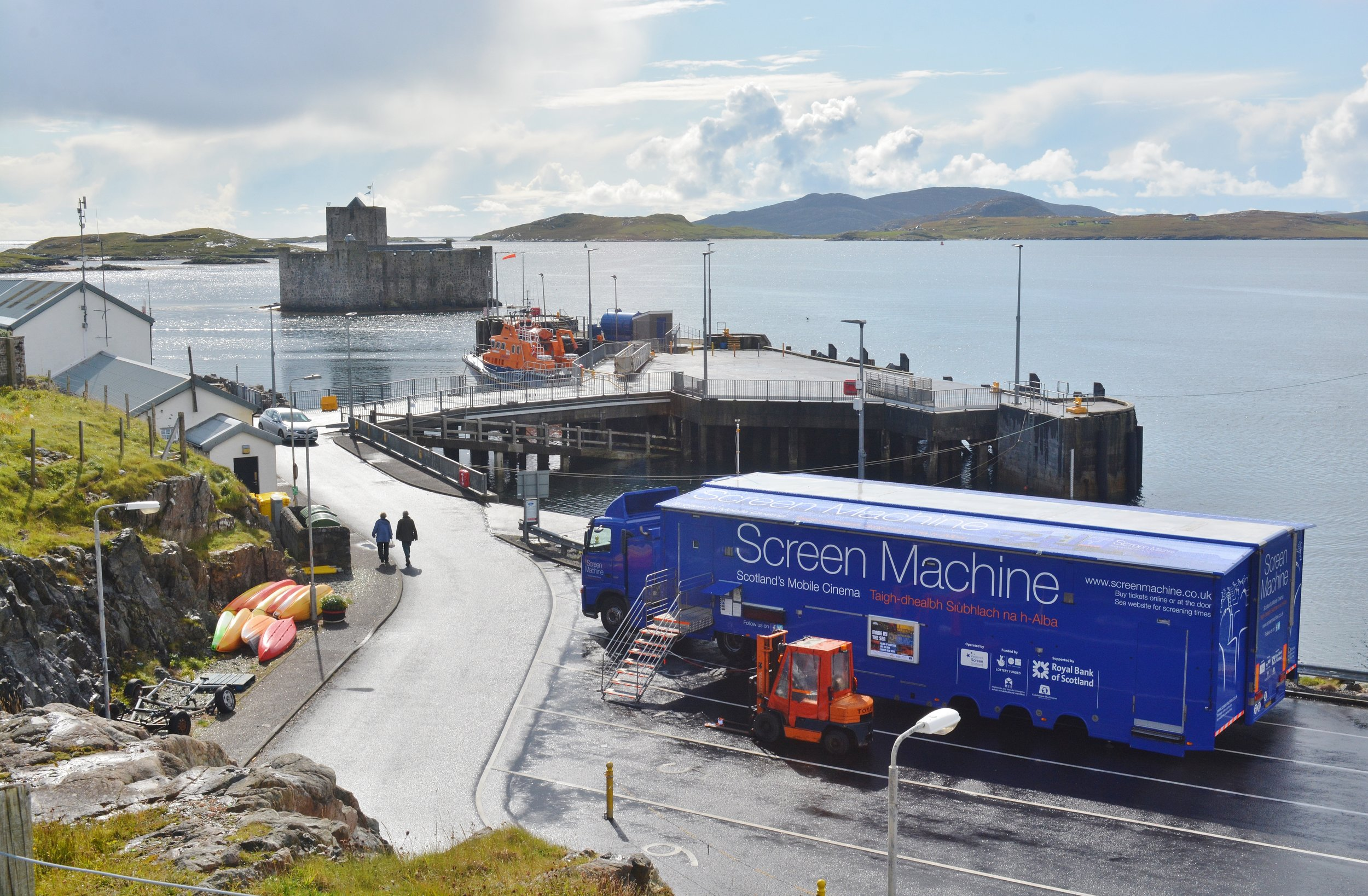 Castlebay, Barra - Date: Saturday 8 September 2018Venues: Screen Machine + Bùth BharraighFilmmaker Ed Webb-Ingall and Invisible Dust director Alice Sharp were in attendance for a screening of the Shore films in mobile cinema venue Screen Machine. Throughout the day, Mairi McFadyen of Local Voices was based in Bùth Bharraigh - the Community Local Produce Hub for the islands of Barra and Vatersay - gathering thoughts and reactions around MPAs at the Shore pop-up stand. Image: Rosie Schneider
