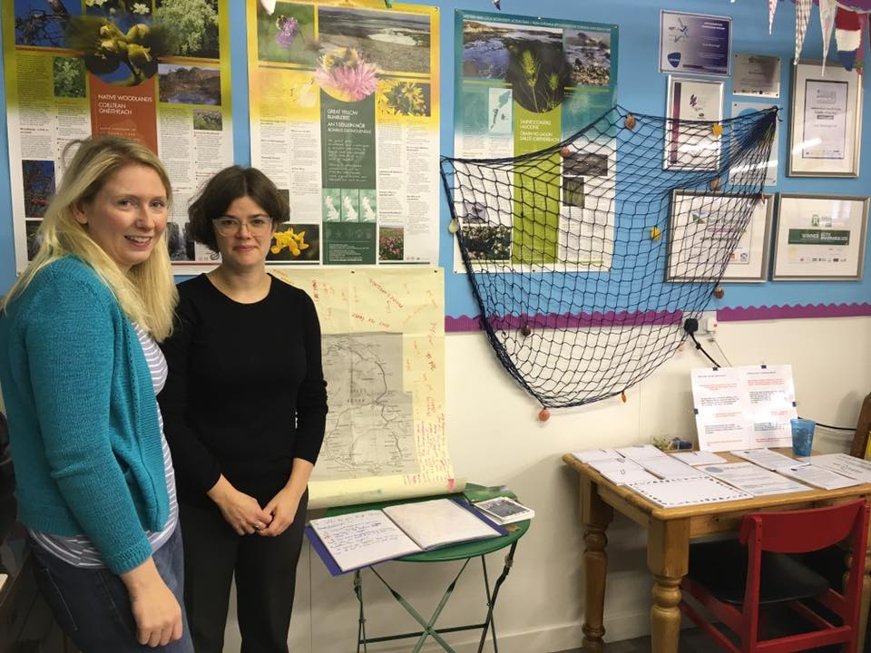 Mairi McFadyen (Local Voices) and Shona Thomson (Tour Producer) at the Shore pop-up stand in Bùth Bharraigh