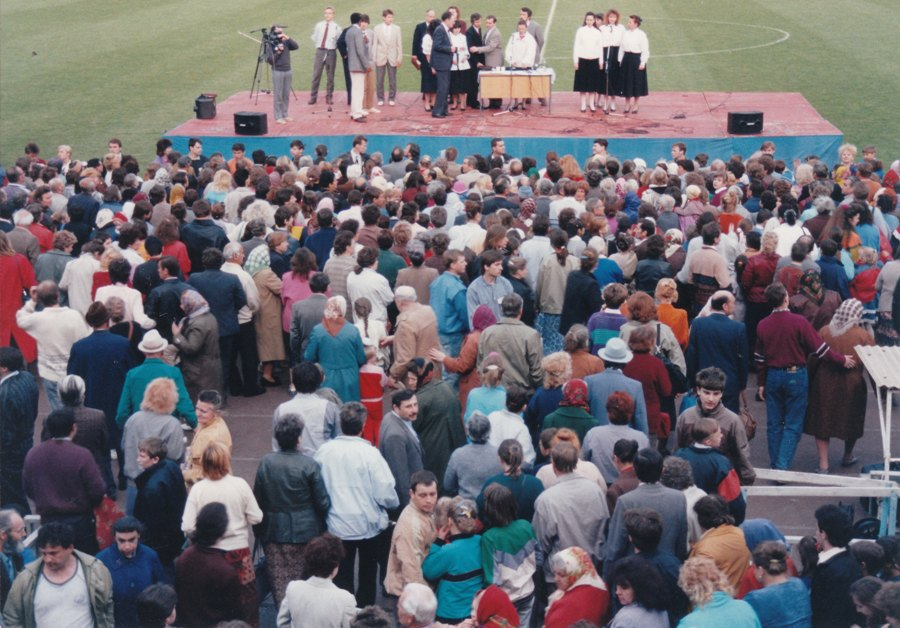 David was at the forefront to bring the Good News to the Soviet Bloc, holding a crusade in Rovno, Ukraine in 1991, before communism fell there. In 1992 and 93 he was the first evangelist to hold a crusade in the Dynamo Stadium in Kiev.