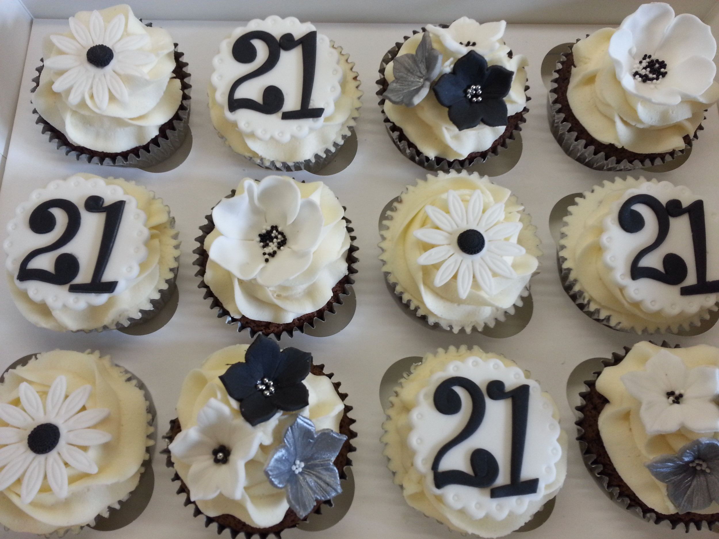 Black and White Party Cupcakes