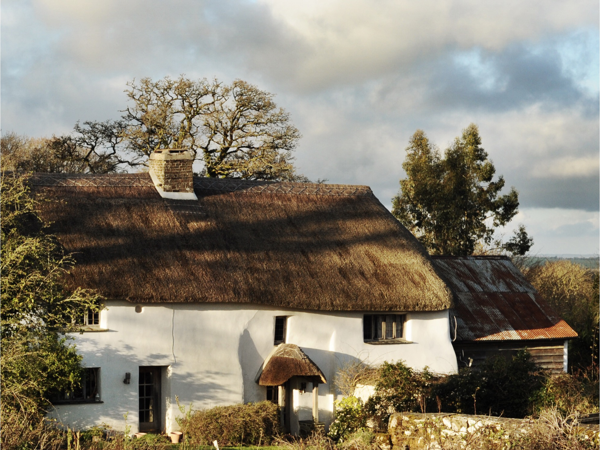 Feldspar, evening sun over Cath and Jeremy's thatched home in Devon