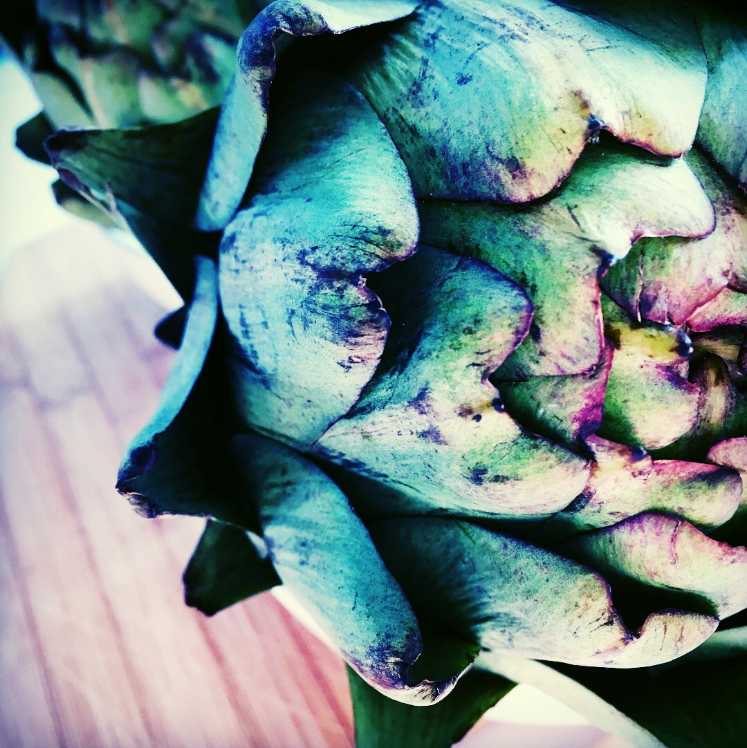 Artichoke centrepieces for a wedding on a rustic wooden table