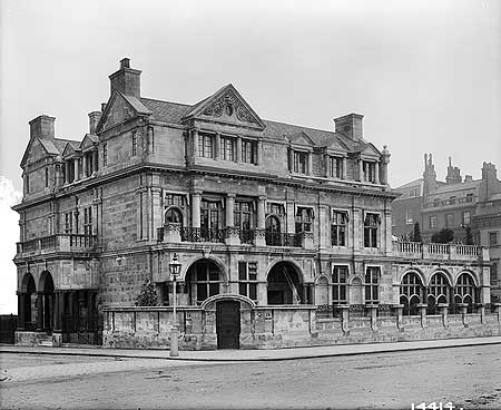 Aldford House, 26 Park Lane_1897.jpg