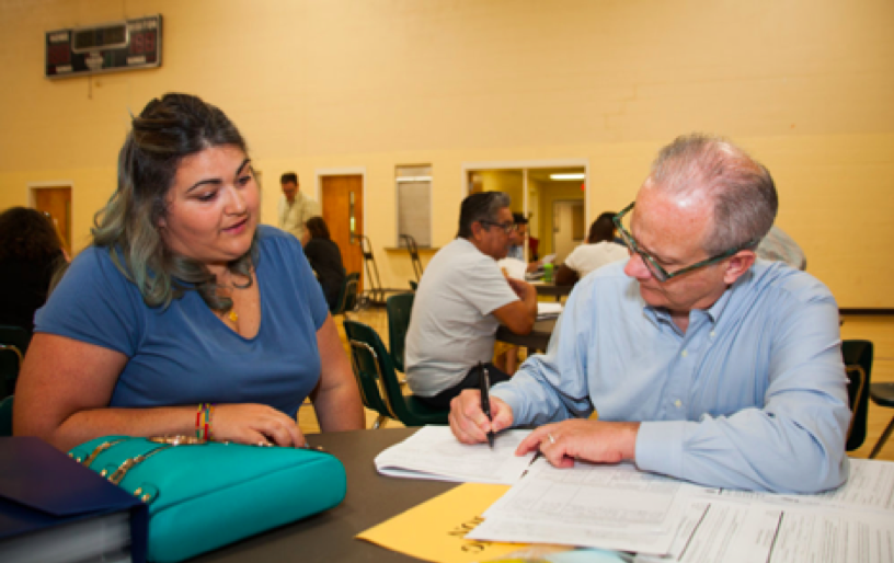 Nashville Mayor Briley assists an applicant with her citizenship application at a local citizenship workshop hosted by the with the C4C America is Home partner, Tennessee Immigrant and Refugee Rights Coalition (TIRRC)