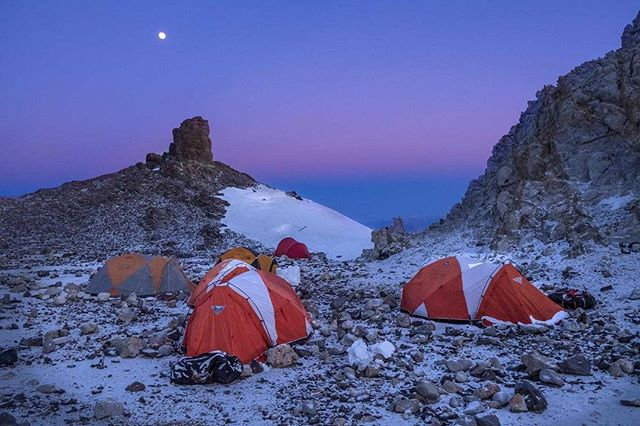 Camp Cólera in Aconcagua. (6000m). 50km/hr winds and -28C temps but an unforgettable moonlit night. ✨ @eylenepirez