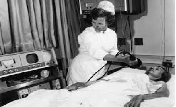 Nurse+defibrilating.jpg